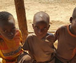 아프리카 브룬디 한센인 마을 아이들에게 하나님의 사랑을 전해주세요!